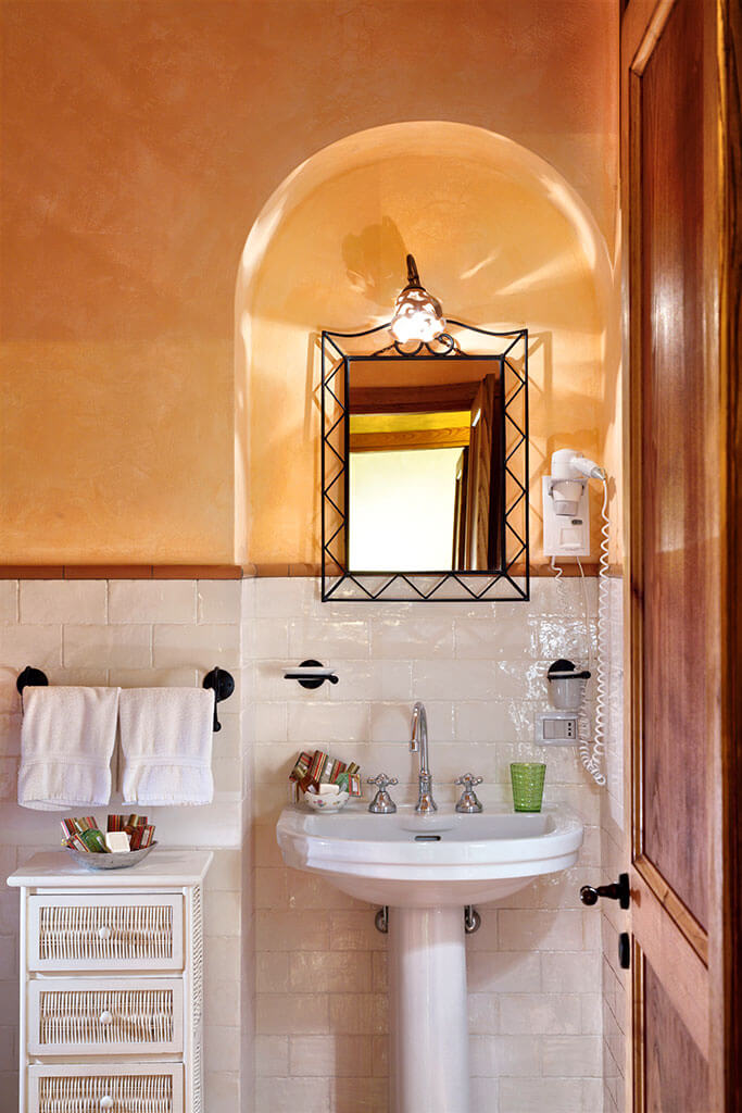 bathroom, verde apartment